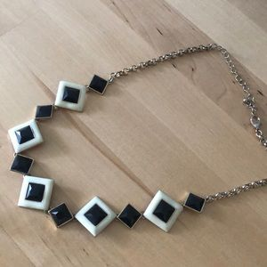 Jewelry - Black and white accent necklace